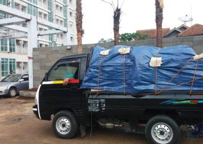 delivery paket interior apartemen