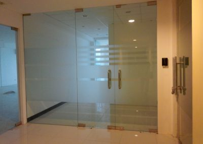 pintu temperred glass